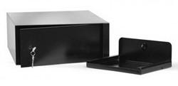 Auto laptopsafe in de kleur zwart en voorzien van dubbelbaardsleutelslot. OP=OP