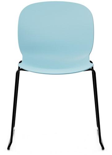 Bijzetstoel RBM Noor 6060 zitting en rug sky lichtblauw frame slede in kleur zwart.