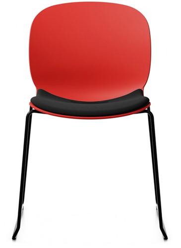 Bijzetstoel RBM Noor 6060 S zitting en rug poppy rood zitting gestoffeerd in Xtreme zwart frame slede in kleur zwart.