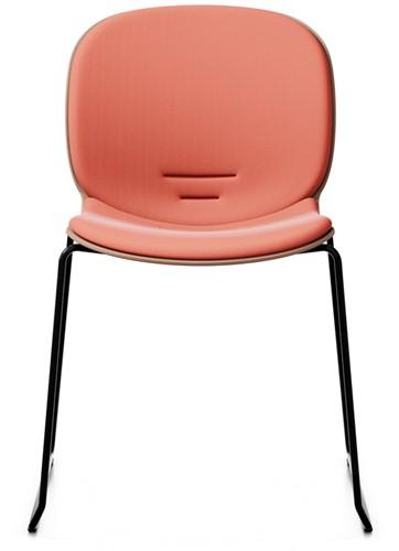 Bijzetstoel RBM Noor 6060 SB zitting en rug coral zitting en rug gestoffeerd in zalm roze frame patina 15  frame slede in kleur zwart.