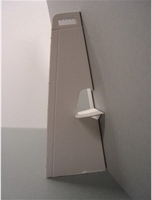 Standaard gemaakt van wit beplakt grijskarton 50cm zelfklevend.