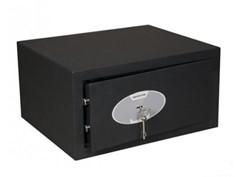 Laptopsafe voorzien van dubbelbaardsleutelslot zwart.