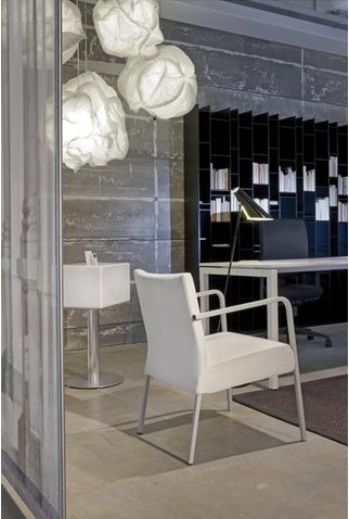 Bureau NPO Fyra instelbaar 160x80cm wit frame wit blad.