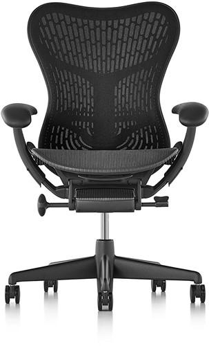 Bureaustoel Herman Miller Mirra stoffering netbespannen grafiet, armleggers 3d incl. adapter, voetkruis kunststof grijs en wielen zacht.