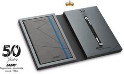 Lamy balpen logo 204 softblack medium met notebook zwart 50 years Lamy + vulling zwart M16 medium.